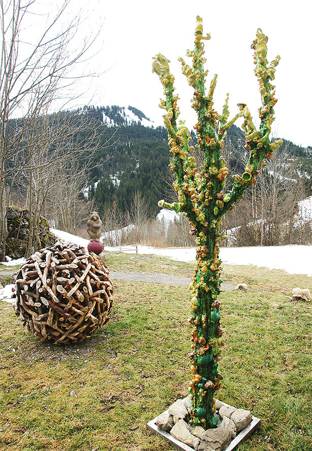 Bad Weed III, h 290 cm, 2013, Berner Oberland